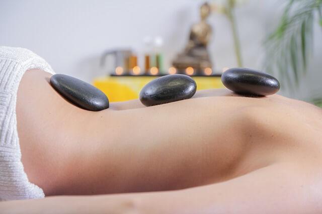 ¿Cómo da un masaje erótico una escort de Lola Martí?
