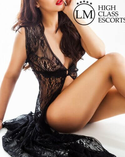 escort mia madrid 1 400x500